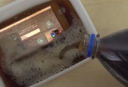 VIDEO: Hebat ! Samsung Galaxy S6 Direndam Air Pepsi Masih Tetap Nyala